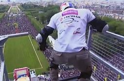 Rollerblader jumps off Eiffel Tower
